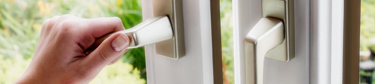 Laccatura interna della finestra for Laccatura mobili